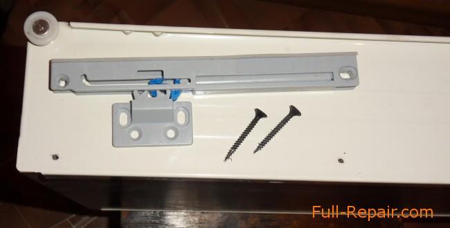 В ящике пробиты отверстия для саморезов