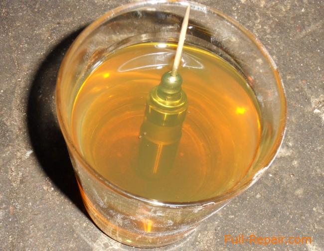 гидрокомпенсатор в стакане с маслом